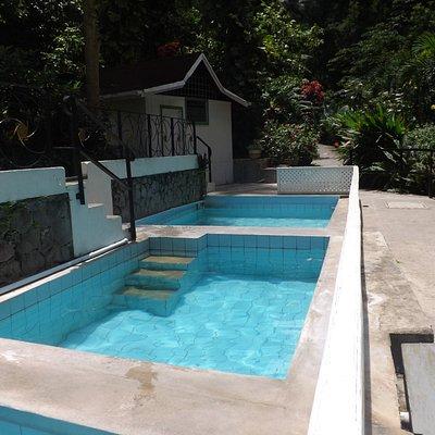 Diamond Mineral Bath Jacuzzi-like pools