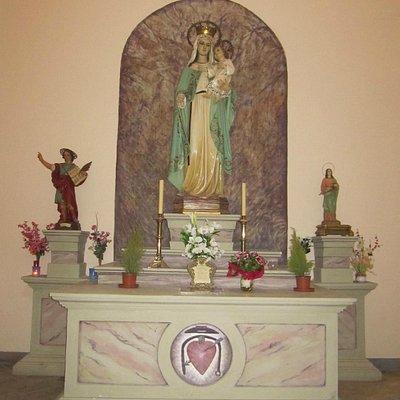 Altar en el interior.