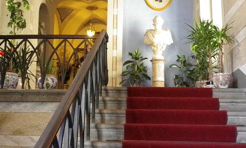 Ingresso di un palazzo meraviglioso !!!
