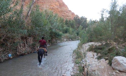 rijden door de rivier