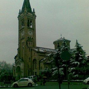 Bellissima chiesa, da visitare anche solo x un'occhiata!
