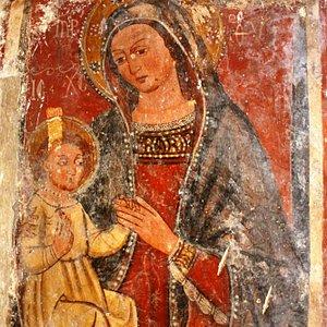 Cripta Madonna di Coelimanna, affresco Madonna in trono con Bambino.