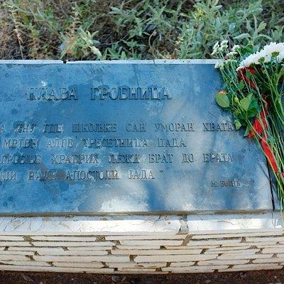 memoral plava grobnica