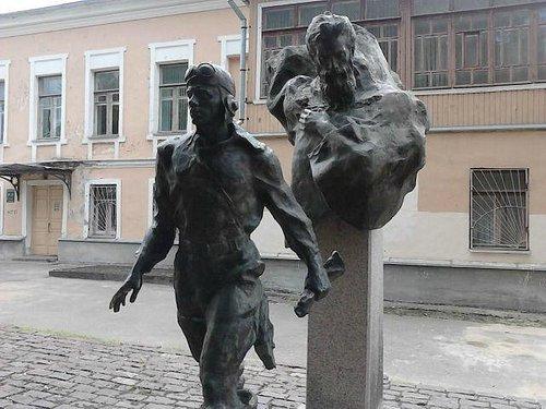 "Памятник ""Два капитана"" в г. Пскове"
