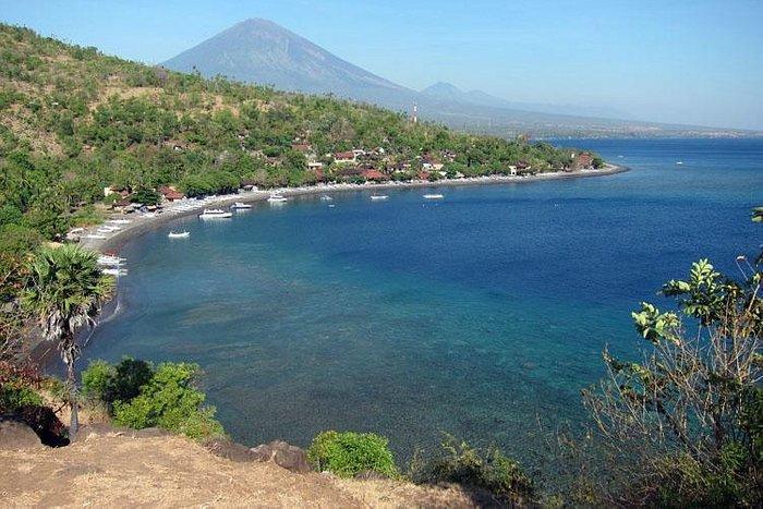 Serene bay, beautiful coral, majestic mountain…life in Amed, Bali