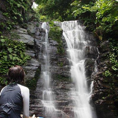 沢歩きで行く美しい滝