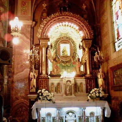 Altar con imagen de la Virgen del Perpetuo Socorro