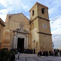 Facciata e torre campanaria del Duomo.