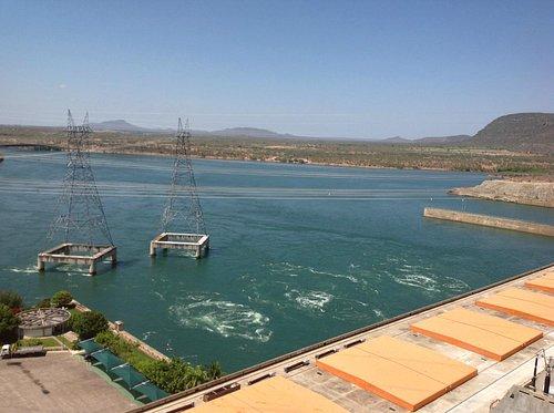 Transmissão de energia passando pela água - Moxotó