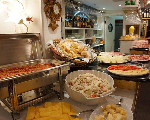 daily buffet - 10 euros with a glass of wine