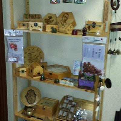 La tienda con los articulos para Reiki. Flores de Bach y demás terapias