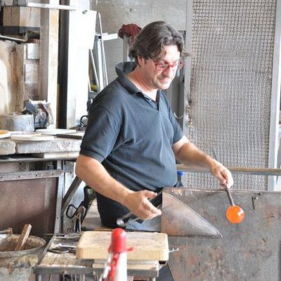 Awesome glass making skills !!