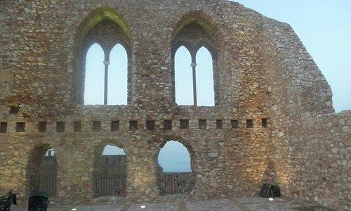 rovine castello normanno