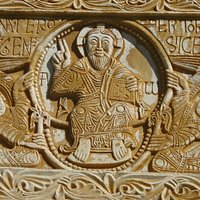 Le linteau (détail : le Christ-roi)