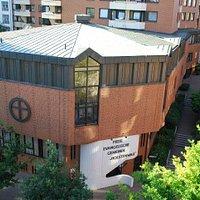 Das moderne Gebäude, in dem diese Gemeinde trifft sich zum Gottesdienst.