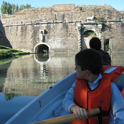 Il  Castelnuovo con la porta d'acqua.
