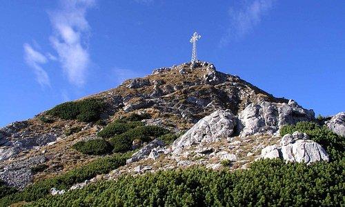 przed szczytem Giewontu  od strony podejścia  szlakiem