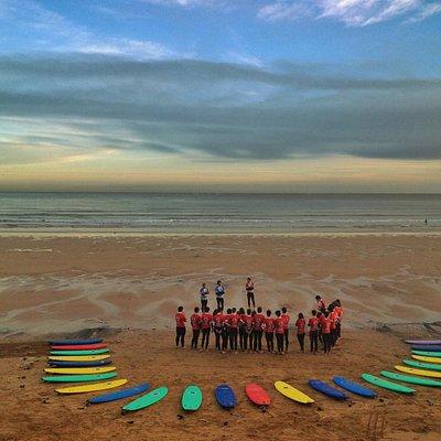 Curso de la Escuela Asturiana de Surf en la playa de San Lorenzo con la Escuela Asturiana de Sur