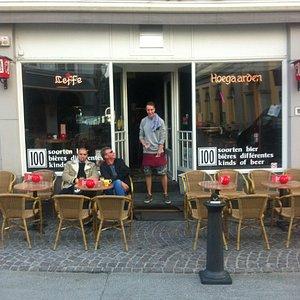Outside Cafe De Kuppe