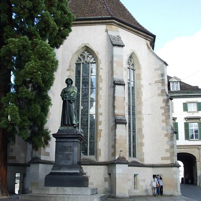 Zwingli monument outside the Wasserkirche
