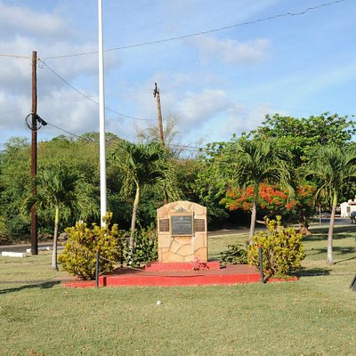 Memorial and Canons in Tiny Park
