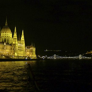 Parlaiment from the river at night