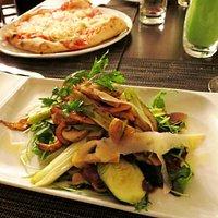 Planche des légumes et pizza cipolle