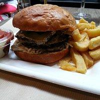 Hamburger de veau au comté et cèpes