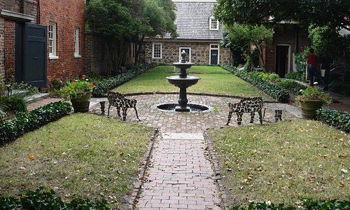 Edgar-Allan-Poe-Museum: Garten