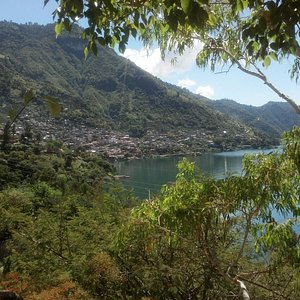 san antonio palopo esta ubicado a 7 km de panajachel en el Lago de atitlan
