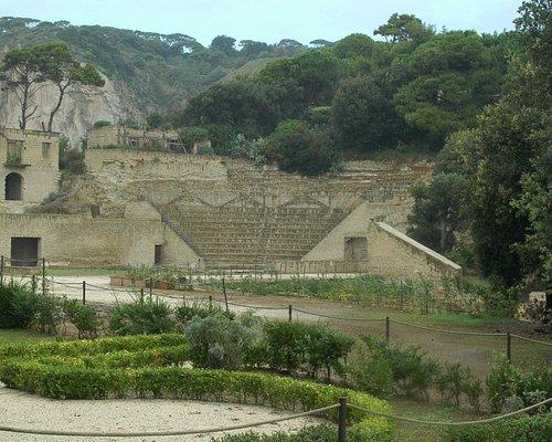 Anfiteatro dal giardino