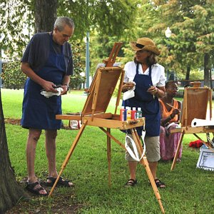 Painting encouragement in the park