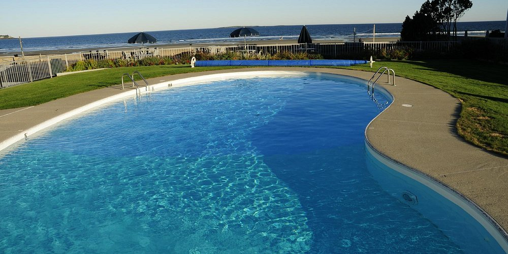 heated pool with the beach view