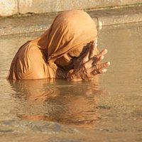 Orando en Scindhia