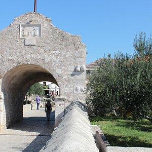 the old gate, nin