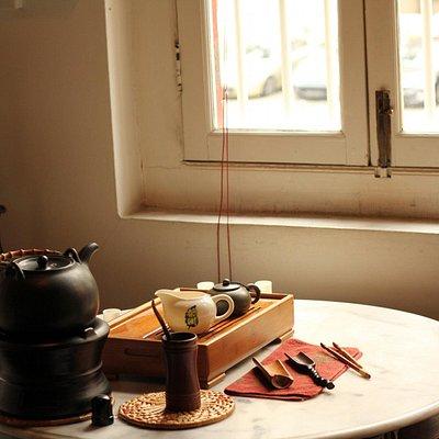 close up on the tea set