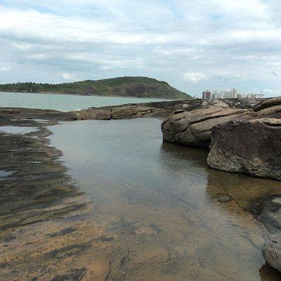 Piscina natural depois da 2ª praia