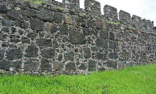 Гонио. Крепостная стена