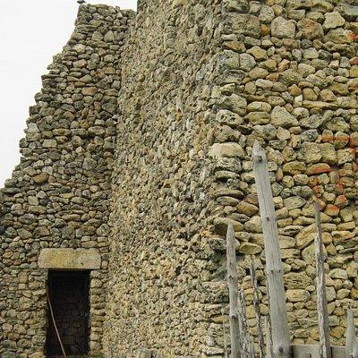 Боковой вход в башню
