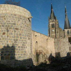 Ramparts et église de Dourdan