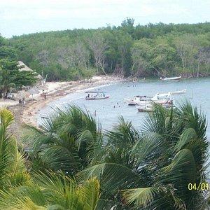 Praia vista da pracinha