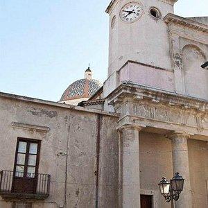orologio della cattedrale con scorcio della cupola