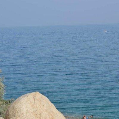 Existen zonas solitarias en donde se puede disfrutar del Mar Muerto.