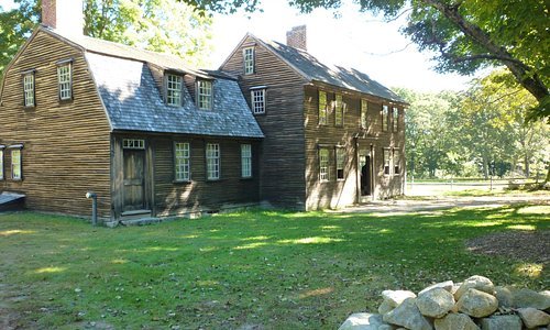 Hartwell Tavern along the road