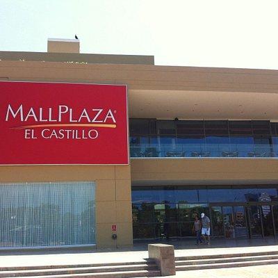 Localizado em frente ao Castillo de San Fellipe.