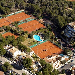 15 clay courts and swimming pool