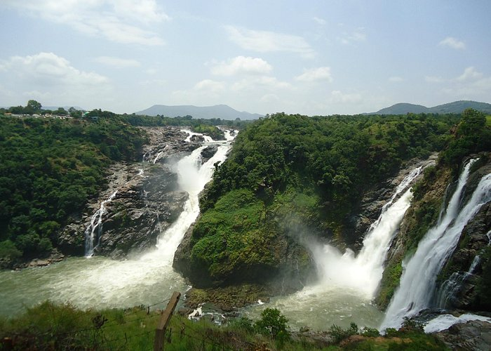 The view of Gaganchuki falls from the viewing point