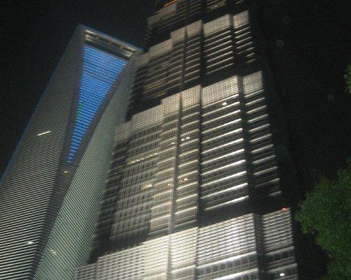 Torre Jinmao a fianco de Shanghai World Financial Center
