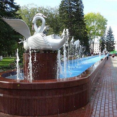 фонтан в центральном сквере