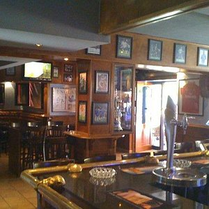 The main bar with 12 screens
